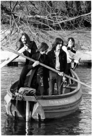 Cancion del dia -Boat Ride - Ringo Starr published in The Beatles Fans